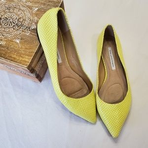 DVF yellow leather reptile/snakeskin pointy flats